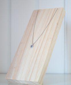Exhibidor de collares fabricado en madera