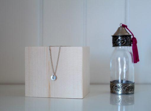 Taco de madera de 8cm para exposición de joyas y bisutería