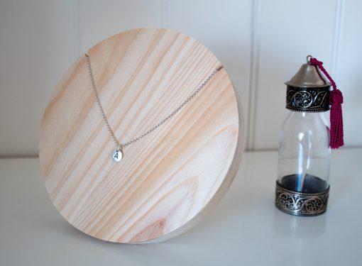 Busto de madera para collares