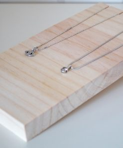 Display de madera para collares