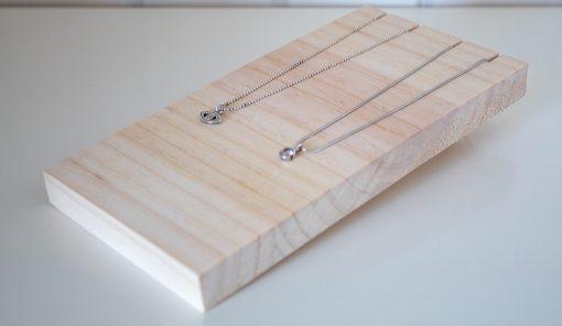 Display de madera para collares