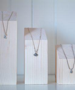 Expositor de collares en taco de madera maciza
