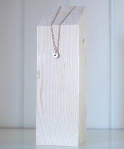 Expositor de collares de madera maciza, forma de taco.