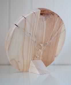Busto collares de madera
