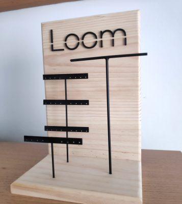 display de madera para joyas expuestas en tiendas